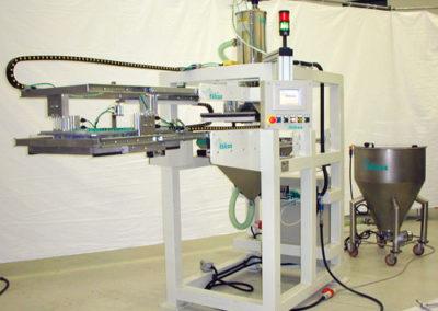 Macchina speciale per dosatura materiale su stampi presse