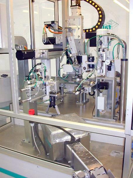 Macchina automatica inserimento inserti in scatoletta