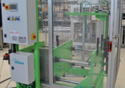 Macchina di stampaggio calotta fibra